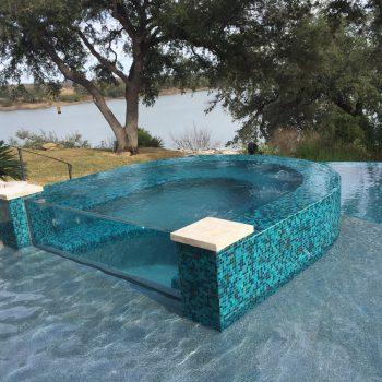 Lautner Edge / Perimeter Overflow Pool