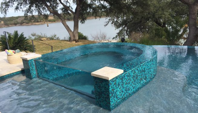 Lautner Edge / Perimeter Overflow Pool